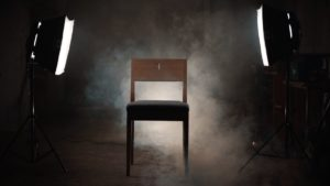 Wir bieten zum Verkauf einen ZOE Kirchenstuhl aus Eichenholz an