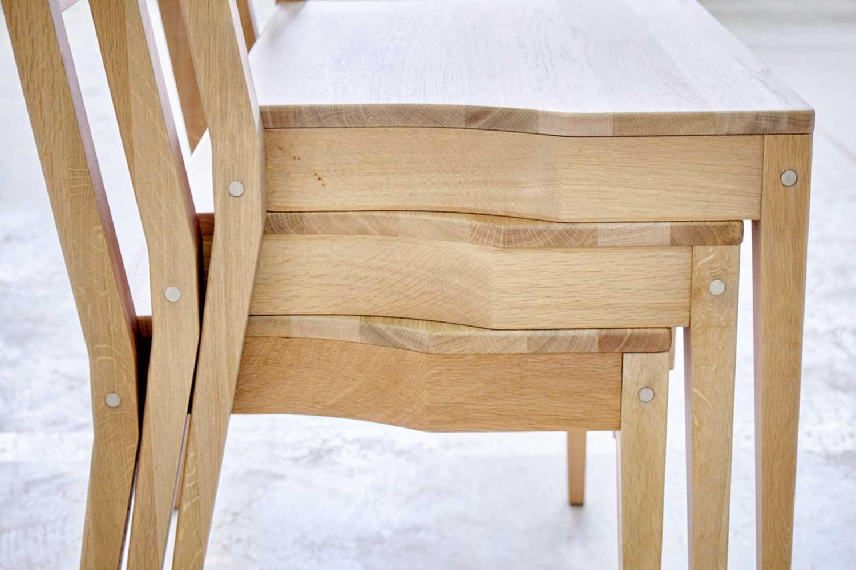 Stapelbar hölzerne Kirchenstühle, der mit der hölzernen Kirchenbank verbunden werden kann.